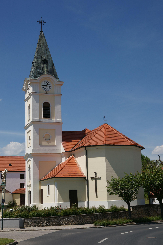 Antau_Pfarrkirche.jpg