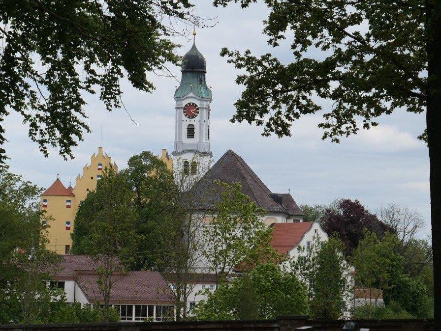 Erbach_Schloss_und_Martinskirche.jpg