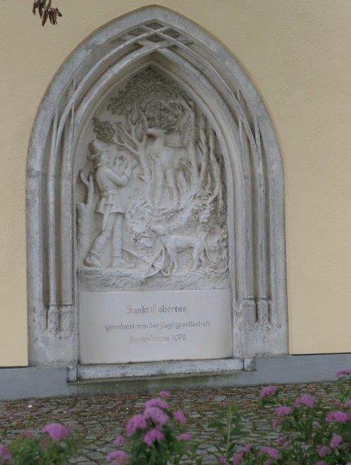 Feuersbrunn_Aussendarstellung_an_Kirche.jpg