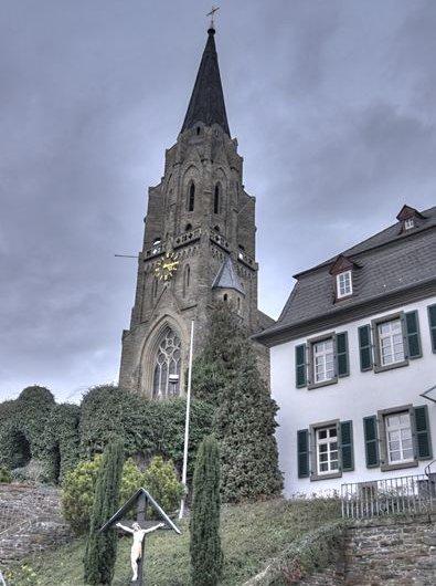 Kirche_St.Suitbert_Rheinbrohl.jpg