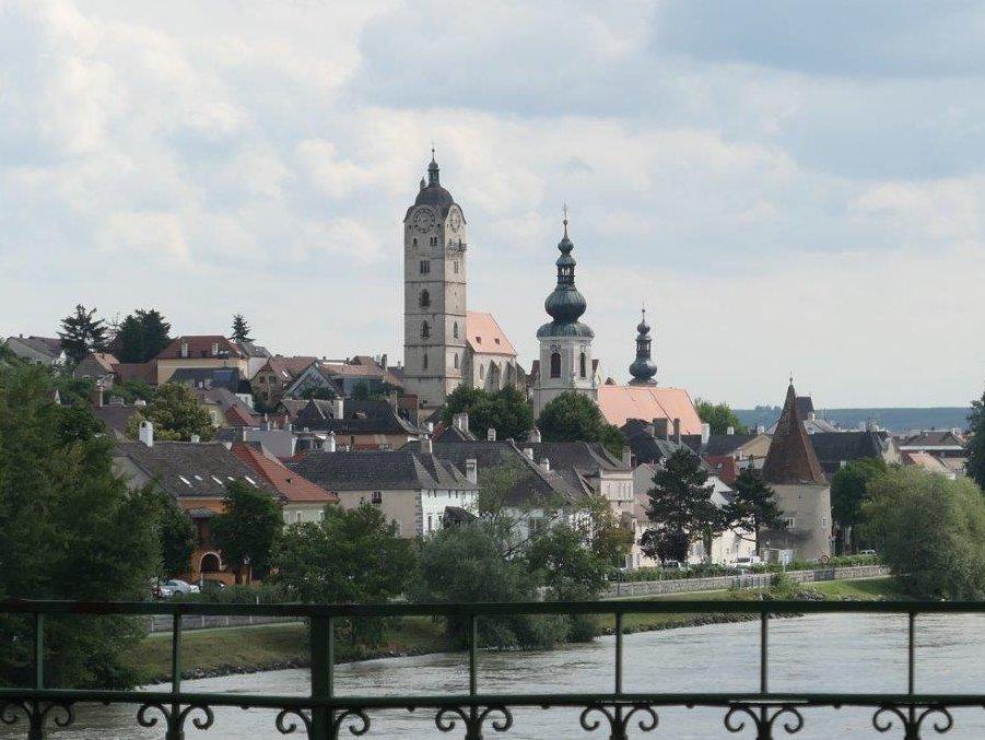 Krems_Blick_von_der_Donaubruecke.jpg