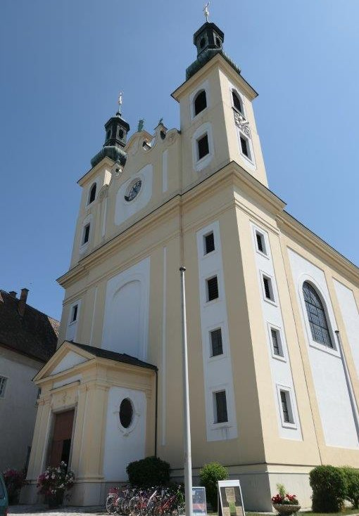 Maria_Lanzendorf_Pfarrkirche.jpg