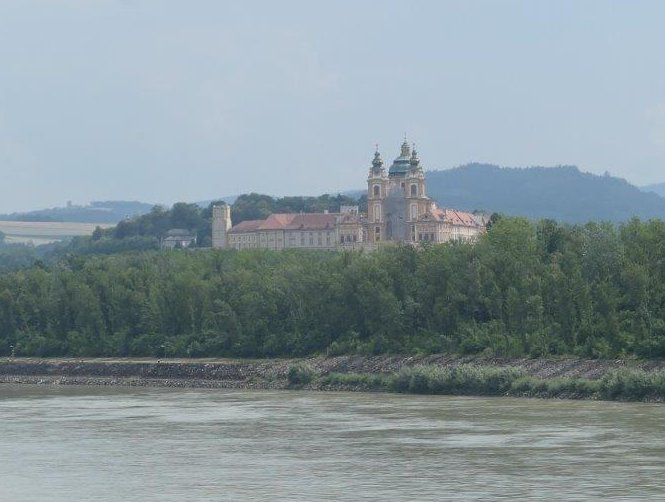 Melk_Ansicht_Kloster.jpg