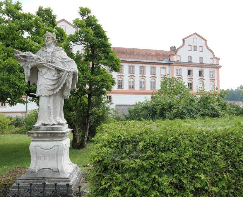 Neuhaus_am_Inn_Schloss.jpg