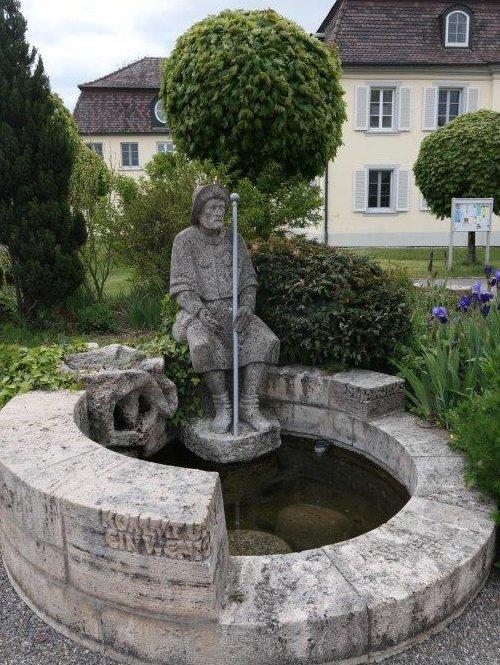 Oberdischingen_Statue_vor_dem_Cursillohaus.jpg