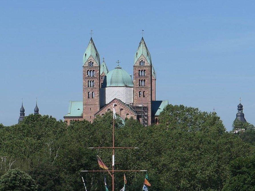 Speyer_Blick_auf_den_Dom.jpg