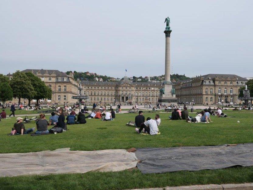 Stuttgart_Schlossplatz.jpg