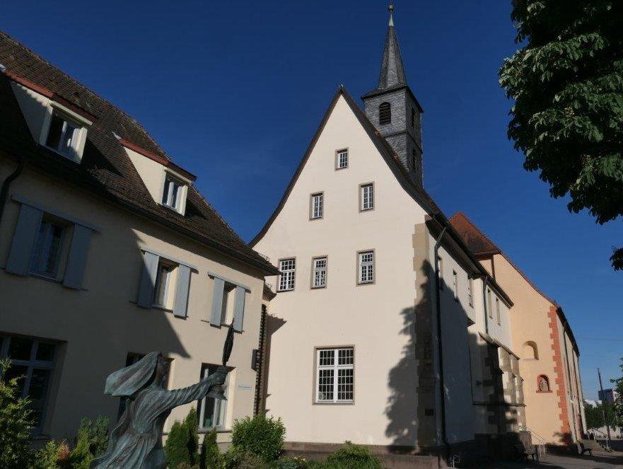 Waghaeusl_Kloster_u_Wallfahrtskirche.jpg
