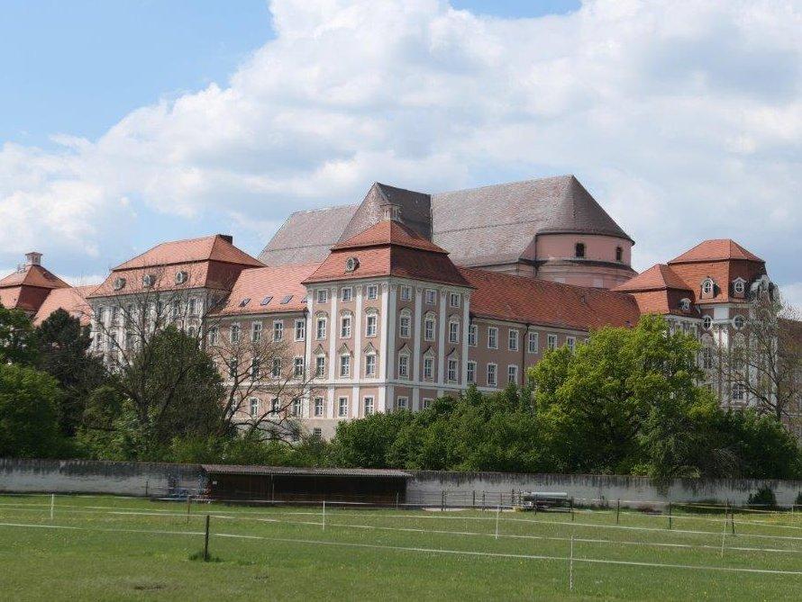 Wiblingen_Kloster_und_Martinskirche.jpg